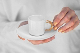 Porcelain espresso cup with gold handle